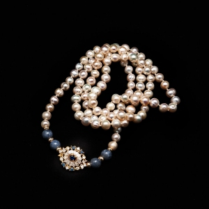Pearl Necklace with Blue Sodalite