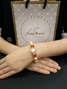 Baroque Fresh Water Pearl with Red Agate Bracelet