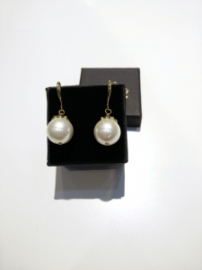 H/M Pearl Shell Earring-White